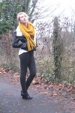Zara pants - Aldo shoes - H&M jacket - H&M scarf