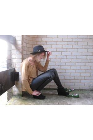 River Island boots - River Island hat - Topshop top - Zara pants