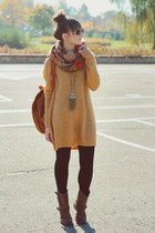 mustard Cubus sweater