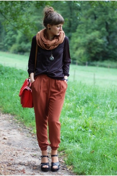 burnt orange H&M pants - black H&M shirt - red H&M bag - gold delamopl necklace