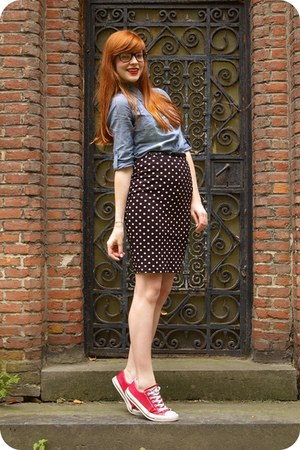 blue denim shirt - black H&amp;M skirt - red Converse sneakers