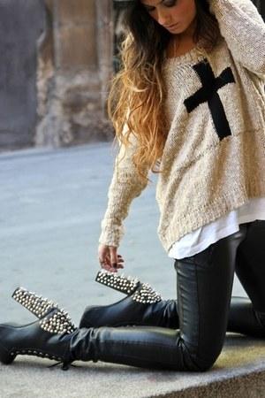 tan sweater - black boots - black pants