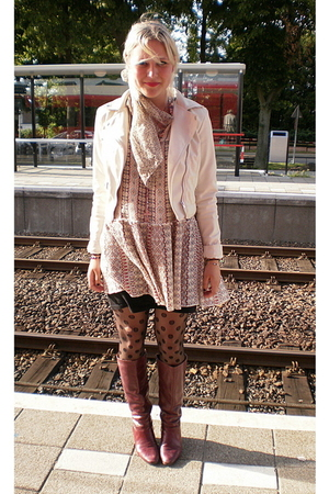 vintage dress - H&M jacket - H&M tights - vintage boots - Grandmothers scarf
