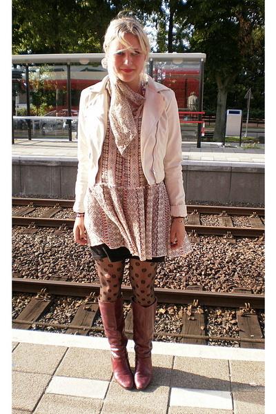 vintage dress - H&M jacket - H&M tights - vintage boots - Grandmothers scarf