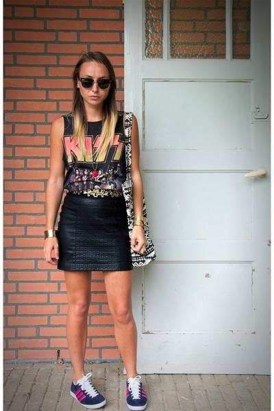 black zara skirts navy pink stripes adidas sneakers