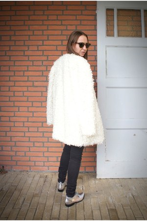ivory fake fur Mango coat - silver pull&bear shoes