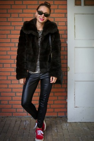 dark brown fake fur vintage coat - black Zara leggings