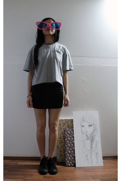 gray Maiden t-shirt - black Maiden skirt