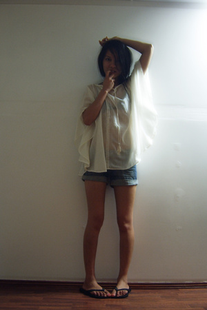 Maiden top - Valleygirl shorts - Havaianas shoes