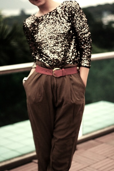 Disco-pony-jumper-high-waisted-zara-pants-gold-studded-vintage-belt_400
