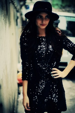 black Disco Pony dress - black fedora vintage hat