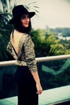 gold Disco Pony top - black temple topper vintage hat - black Zara leggings