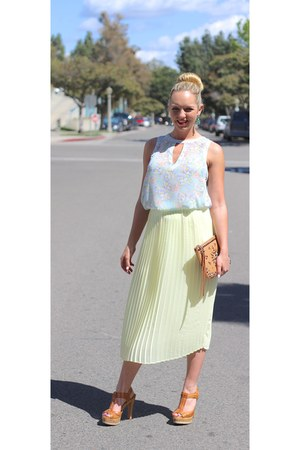 light yellow pleated skirt tildon skirt - camel clutch Rebecca Minkoff bag
