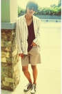 Blue-zara-shirt-white-blazer-beige-gap-shorts-white-shoes-black-ray-ban-