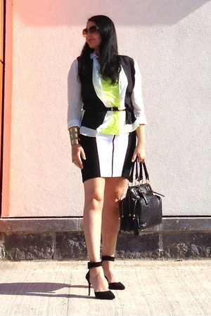 black bag - black sandals - gold bracelet - white Zara blouse - black Zara skirt