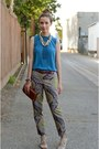 Violet-paisley-printed-jcrew-pants-blue-sleeveless-silk-jigsaw-london-shirt