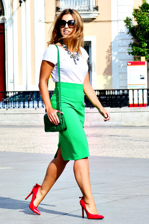green vintage bag - red dressale heels - green Zara skirt - white H&M t-shirt