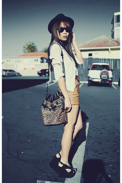 black Jeffrey Campbell shoes - tawny Schwing schwing shorts