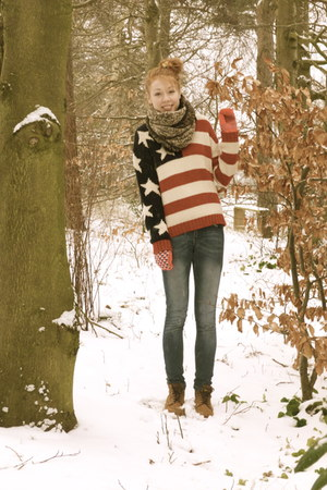 ruby red stars n stirpes GINA TRICOT sweater - tawny Wolverine boots