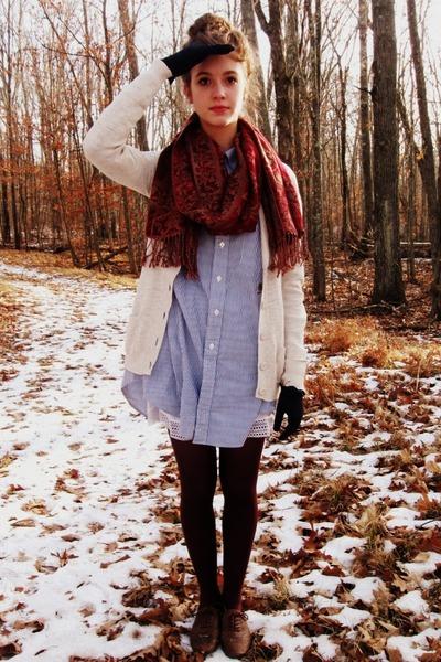 brick red Target scarf - sky blue shirt Tommy Hilfiger dress
