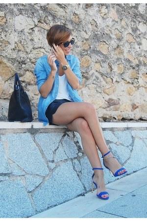 blue denim shirt pull&bear shirt - black tote Parfois bag