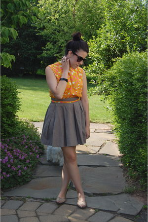 gray Urban Outfitters skirt - gray Urban Outfitters shoes - gold vintage shirt