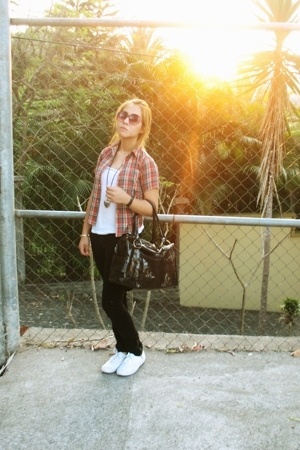 Tommy Hilfiger blouse - Zara pants - Louis Vuitton purse - kets shoes