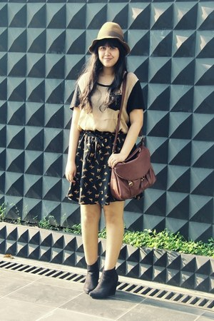 Choies skirt - asos boots - floppy Pull &amp; Bear hat - Jamy bag - Topshop t-shirt