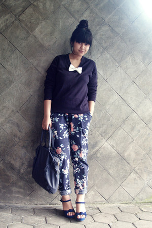 navy floral tapered Primark pants - navy knit my hubbys sweater