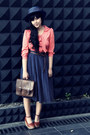 Navy-vintage-hat-dark-brown-vinges-leather-hompilaa-bag-navy-vintage-skirt