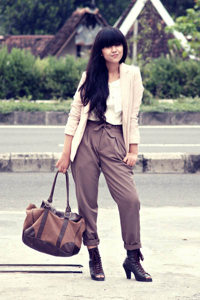 brown Flashy purse - brown shoezisme boots - beige nude vintage blazer
