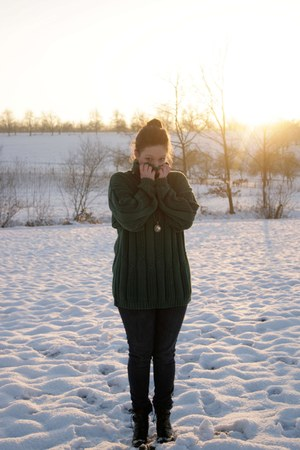 green vintage jumper - black boots - Primark jeans - gold earrings