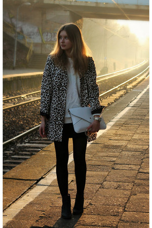 brown H&M coat - white second hand sweater - white allegro bag