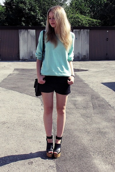 second hand sweater - Primark bag - River Island shorts - H&M wedges