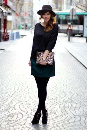 forest green Zara skirt - black suede new look boots - black H&M hat