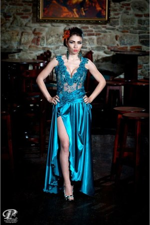 turquoise blue Stefanias trendy look dress