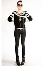 Black-vintage-sweater-black-jeans-black-sam-edelmen-boots-gold-necklace