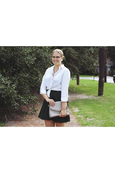 dark brown ray-ban glasses - white thrifted shirt - heather gray vintage purse