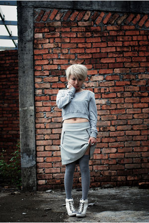 gray Topshop top - gray Uniqlo skirt - gray RandomSocksStore socks - white taiwa