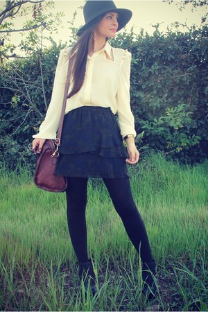 ivory Dailylook top - navy layered Plastic Island skirt