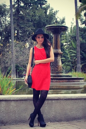 black wool Nasty Gal hat - red red Shop Excess Baggage dress