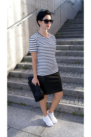 white choiescom t-shirt - white Zara shoes - black Zara bag