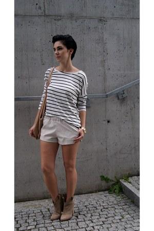 beige suede Zara shoes - tan suede Zara bag - white leather shorts Zara shorts