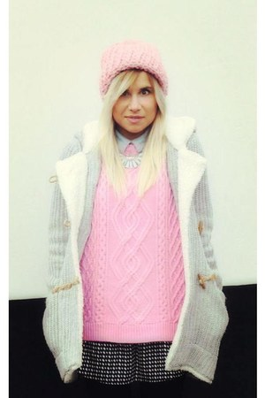 bubble gum knitted Primark jumper - bubble gum knitwear River Island hat