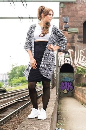 ethno print H&M cardigan - nike sneakers - croptop Topshop top