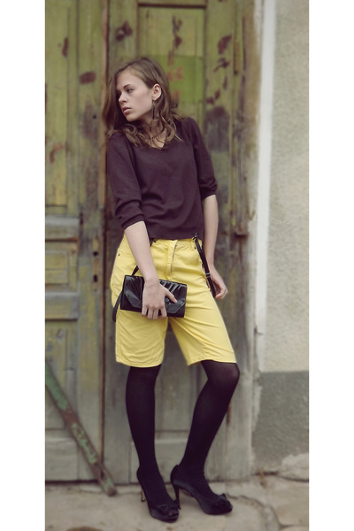 yellow JF GEE shorts - dark brown Marks & Spencer top