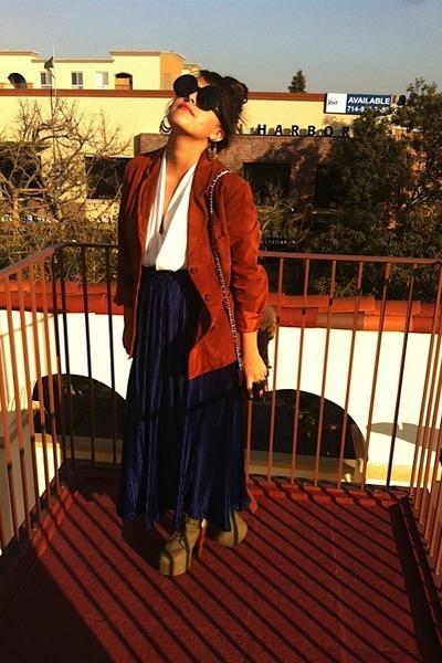 deep purple accordian pleat American Apparel skirt - tawny collar Bermans coat