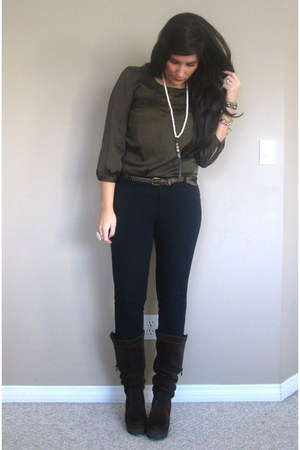 army green Club Monaco blouse - dark brown Steve Madden boots