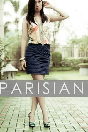 Parisian pumps - necklace hongkong accessories - Mango top - Swatch watch