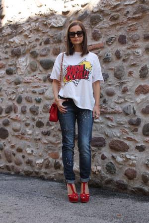 red Love Moschino bag - navy Mango jeans - red Zara sandals - white Zara t-shirt